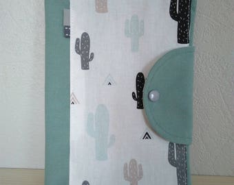 Protège carnet de santé personnalisable vert et blanc motifs cactus et triangles , housse carnet de santé cactus