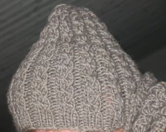 GREY BEANIE coordinates with the snood