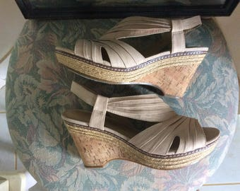 Vintage Woman's Shoes, Naturalizer Comfort, Cream Colored, Size 8.5, Very Good Condition!
