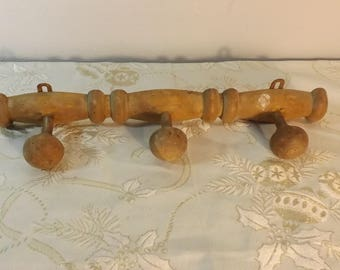Porte-manteau en bois. Coat hanger. No copy.  France