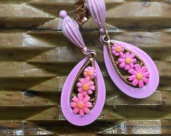 Sweet 60s Pink Daisy Earrings