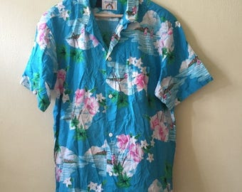 20% OFF Clearance Stock!!! Vintage Hawaii Shirt by Tropical Essence Made In Hawaii Usa Hibiscuss Design Size XL