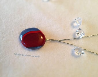 Recycled glass pendant made entirely by hand. Made in Quebec, Canada