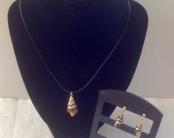 Gold shell pendant necklace and earrings