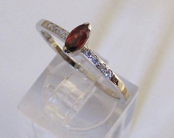 Ring made of Sterling Silver and Garnet size 56