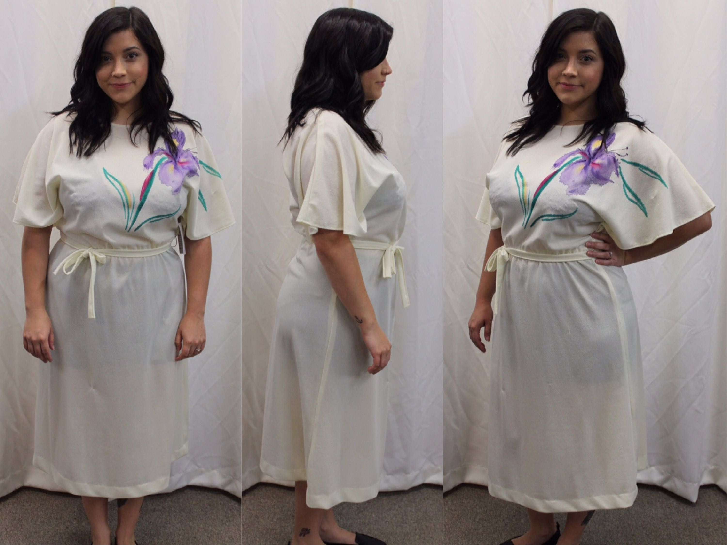 70s Vtg Casual Cream White Dress With Large Purple Flower