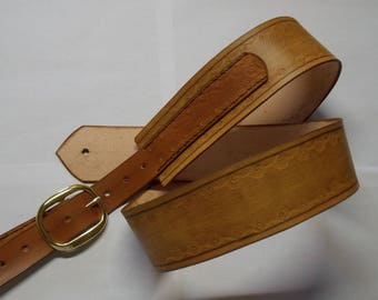 Vegetable tanned leather guitar strap