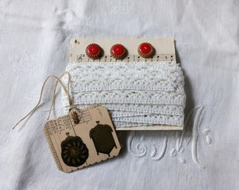 Lace linen and cotton, with three vintage buttons