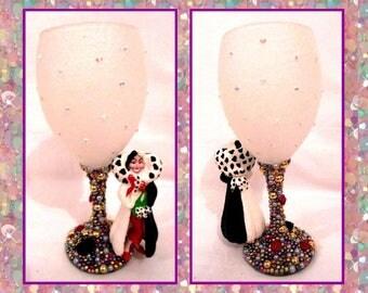 Cruella De Vil Disney Inspired Glitter and Pearl Wine Glass ~ 101 Dalmations