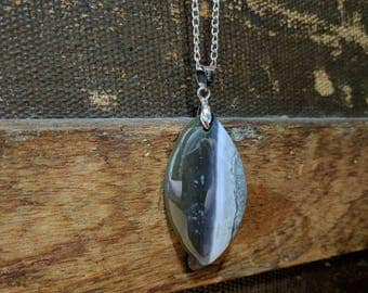 Striped agate pendant necklace