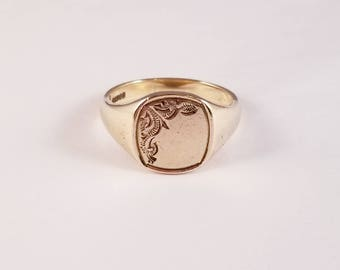 Heavy vintage signet ring in yellow gold