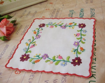Vintage,Hungarian handmade embroidered doily w. Kalocsa flower pattern,Cottage/Shabby Chic