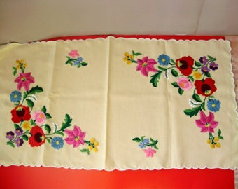 Vintage,Hungarian embroidered doily,centerpiece, Cottage/Shabby Chic