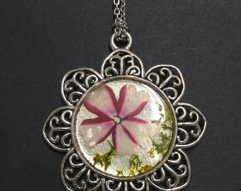 Cameo with real Flowers vitrified