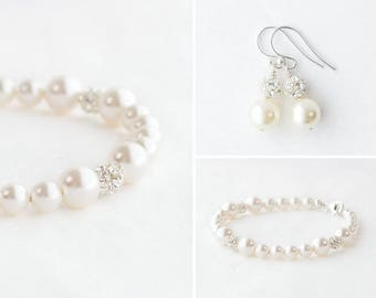 Bridesmaid pearl earrings and bracelet set, bridesmaid set, pearl bracelet and earring set, pearl and rhinestone jewelry set for bridesmaid