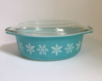 Pyrex Divided Casserole Dish Snowflake Pattern // Turquoise with White // 1 1/2 Quart // 1960's