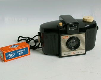 Kodak brownie 127 vintage toy camera with Agfa BW 127 film expired 1977 rare!