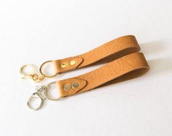 Genuine top grain leather keychain holder with hook, lobster clasp. Fr: porte cle cuir