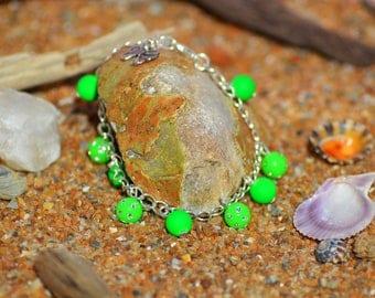 rhinestones and neon green Beads Bracelet