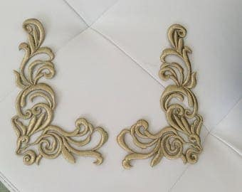 Applique embroidered in golden thread slightly raised 20 * 12 cm