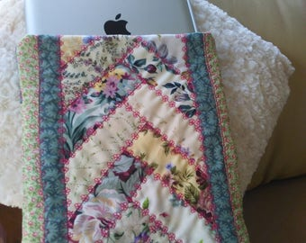 iPad quilted SLEEVE with back pocket for charging cable
