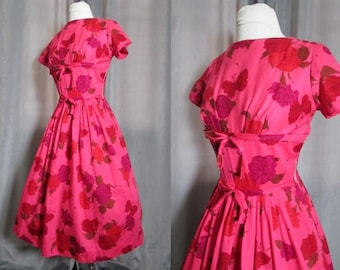Vintage 1950s Dress. 50s Cotton Dress. Carol Rodgers Shelf Bust Dress. Retro Full Skirt Dress. Vintage Floral Dress. Size S.