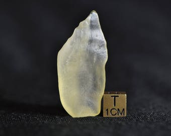 Libyan Desert Glass - LDG GEM - Absolutely fantastic and unique shaped collectors specimen - Absolutely translucent - few inclusions 7.7 g