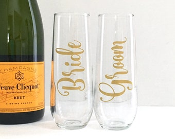 Bride and Groom Champagne Flute Set - Gift For the Couple - Engagement Gift - Gold Champagne Flutes - Set of 2