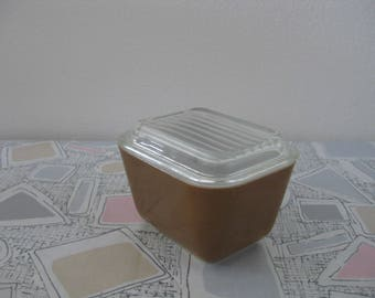 Vintage PYREX Brown 1 1/2 Cup Covered Refrigerator Dish #501
