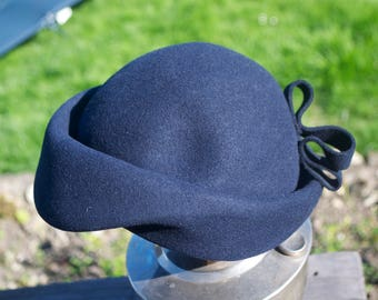 Stunning Vintage Ladies Felt Hat with Bow Detail Beret 1940's