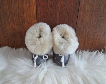 Elegant baby slippers. Genuine leather and very soft fur.
