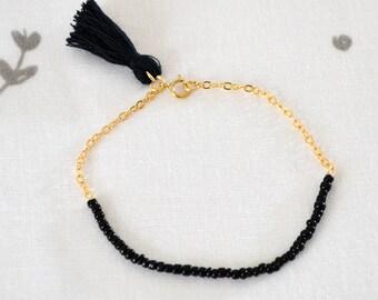Vente de liquidation > Bracelet POMPOM Noir // Bracelet bi-matière composé d'une chaîne en plaqué or, de perles Miyuki noir et d'un pompom