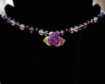 semi-precious Rainbow - Central flower resin necklace in stones