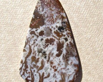 Death Valley (Wingate Pass) Plume Agate Cabochon with Drusy Pockets-65 Cts. 55mm L X 35mm W