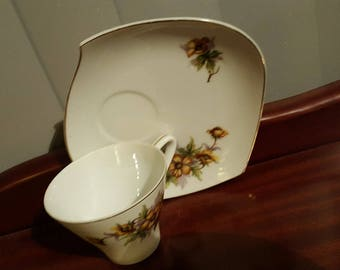 "Japanese ""Leaf cup and saucer, tennis set, collectable ceramics , wonderful vintage display piece!!"