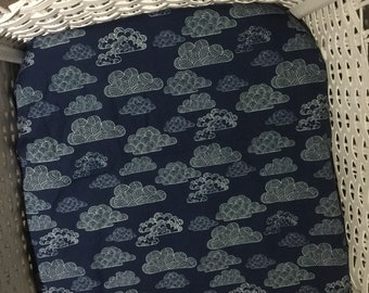 Bassinet Fitted Sheet - Organic Cotton - Navy Clouds