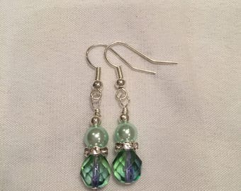 Elegant crystal and pearl earrings in soft green shades