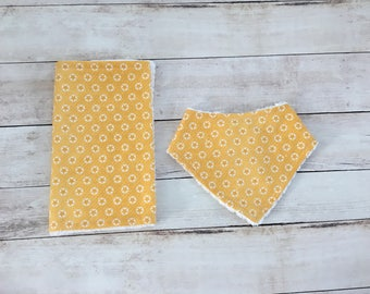 yellow bandana bib and burp cloth set - baby bib for boys - burp rag - dribble bib - baby shower gift - baby accessories - drool bib
