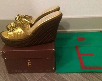 E- Vintage Platform Gold B Wedges
