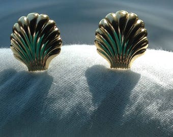 Vintage Gold Tone Scallop Shell Earrings