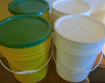 5 gallon buckets with lids