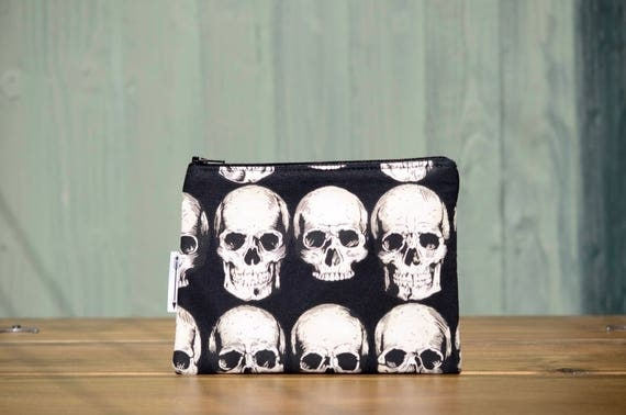 Black skulls zipped pouch