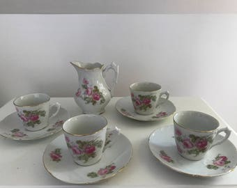 Set 4 cups and romantic porcelain.