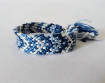 model: Mermaid tears (friendship bracelet 12 threads)