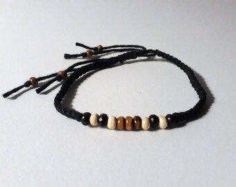 Bracelet macrame and beads