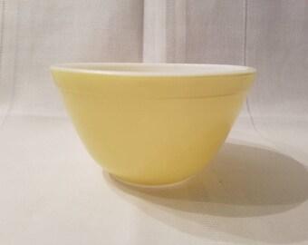 Vintage Pyrex Yellow 401 Mixing Bowl