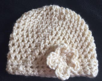 Bulky cream crochet slouchy hat with flower
