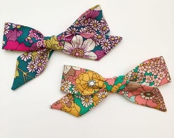 Dainty Daisies Bow in Emerald or Lavender