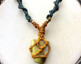 Macrame necklace with Scotish Green Marble