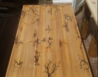 Coffe table with lichtenberg figure